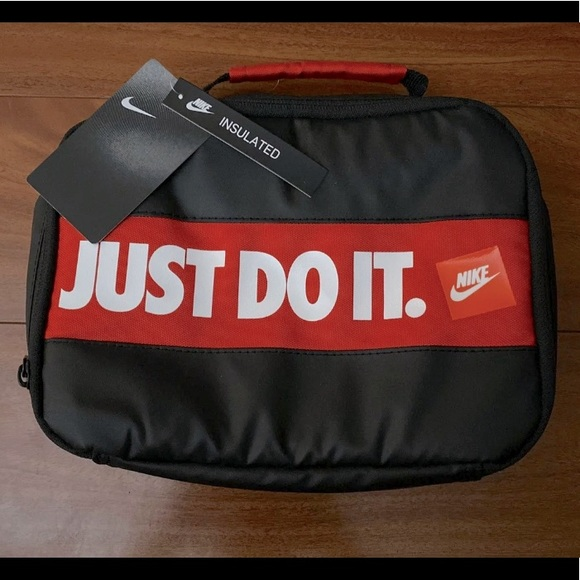 🚌Nike Insulated Lunch Bag NWT🍔